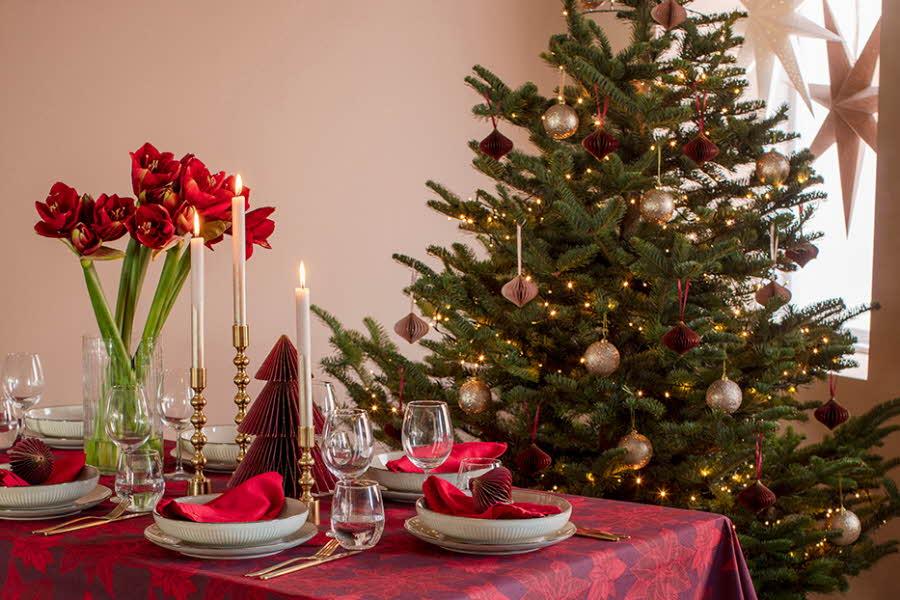 Bord som er dekorert til jul