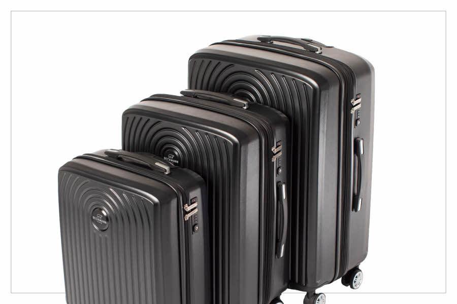 Sorte kofferter i ulike størrelser
