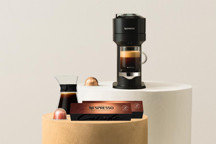 Nespresso kaffemaskin og en kaffekanne