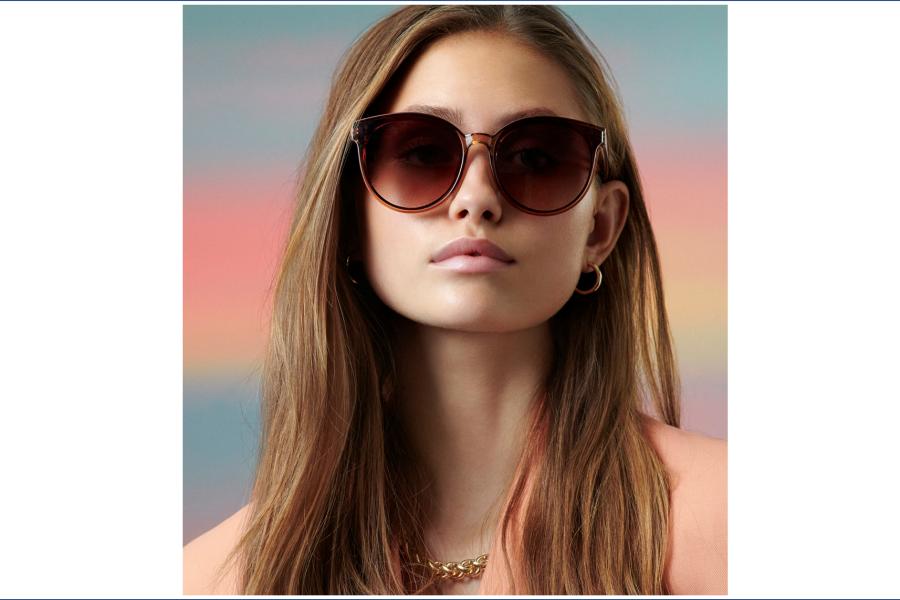 Bilde av ung dame med solbriller