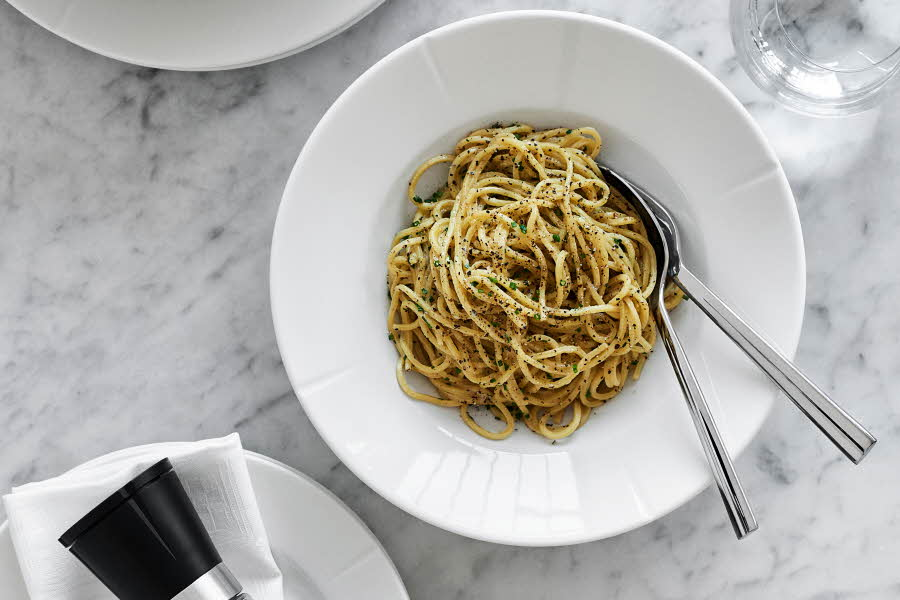 Fat med spaghetti i