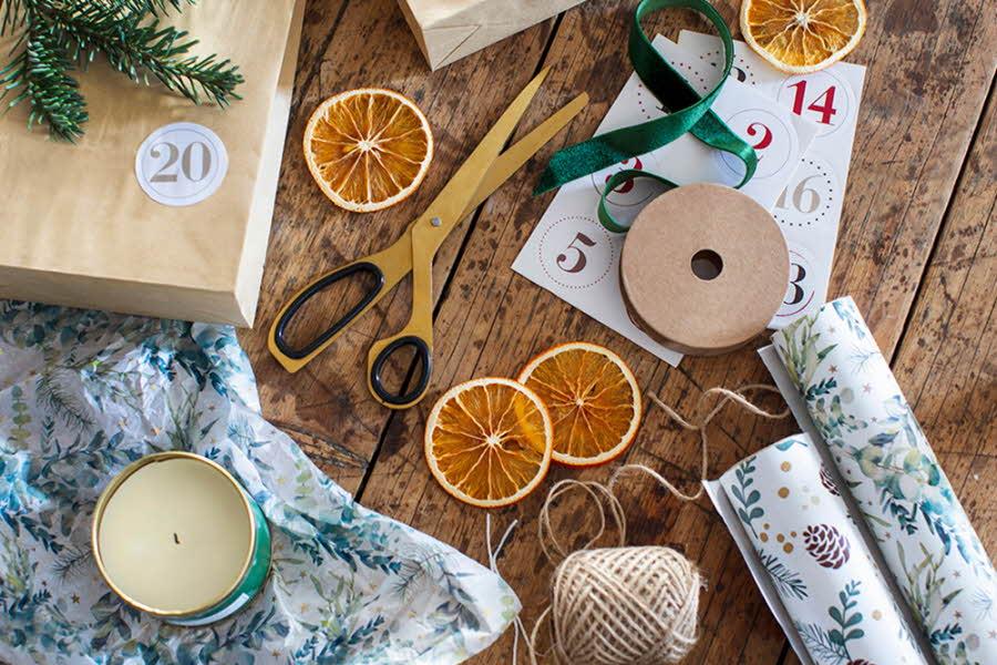 Innpakking og utstyr for innpakking av julegaver