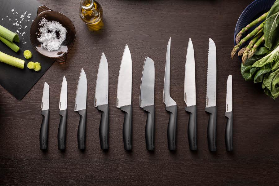 Kniver fra Fiskars ligger på rekke